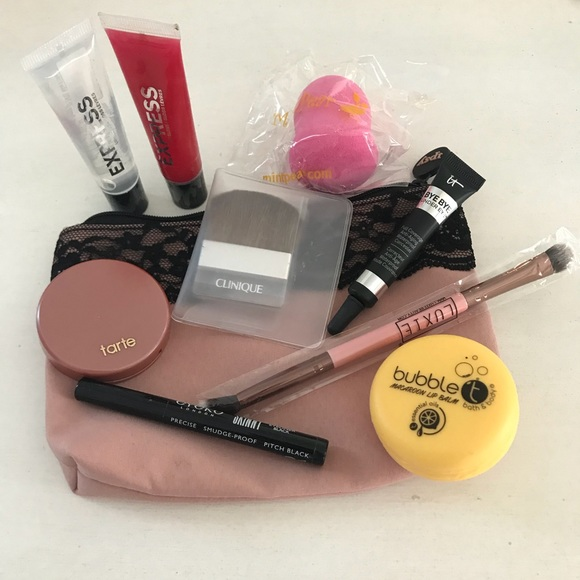 Ipsy Bag with 9 Sample Size items! Beauty Bundle!
